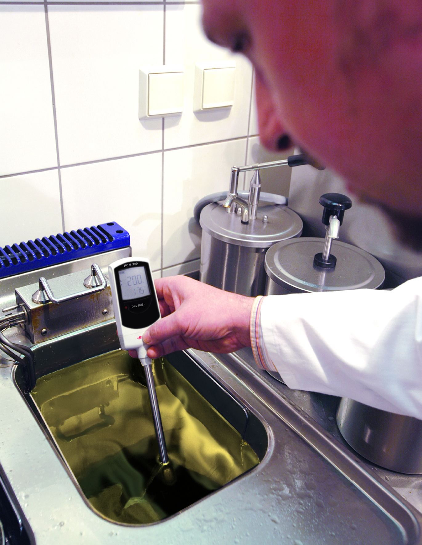 Ebro FOM 320 in use to test frying oil
